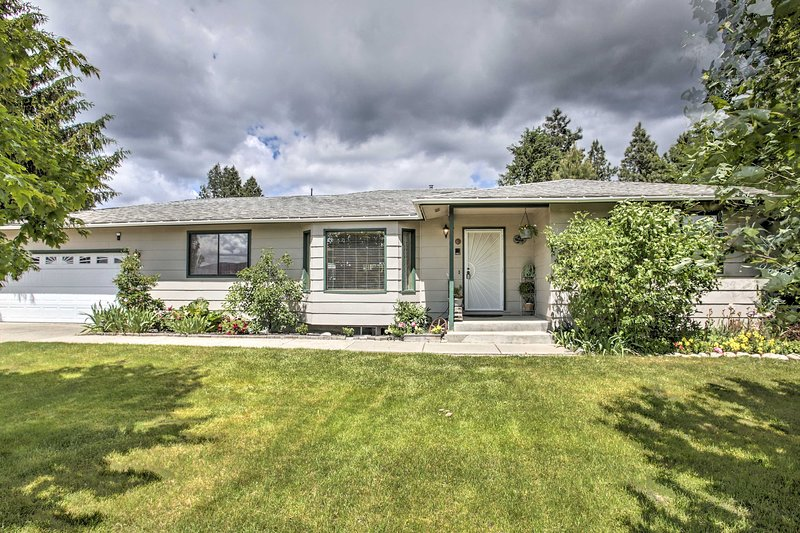 NEW! Ranch-Style Home < 10Mi to Lake Coeur d'Alene, holiday rental in Post Falls