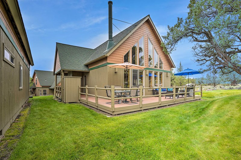 NEW! Eagle Crest Retreat w/ Deck & Resort Access!, holiday rental in Crooked River Ranch
