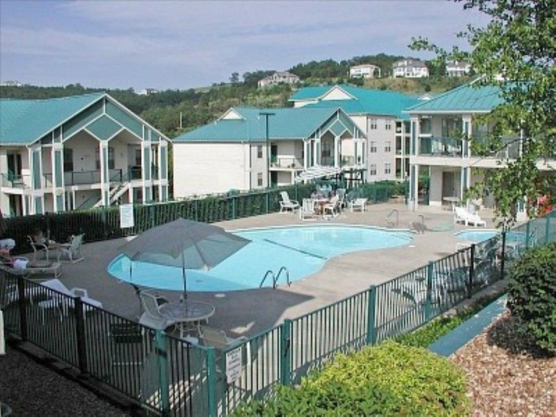 Stylish*Walk-In*2 BR*200 ft from Lake*Next to Pool, vacation rental in Hollister