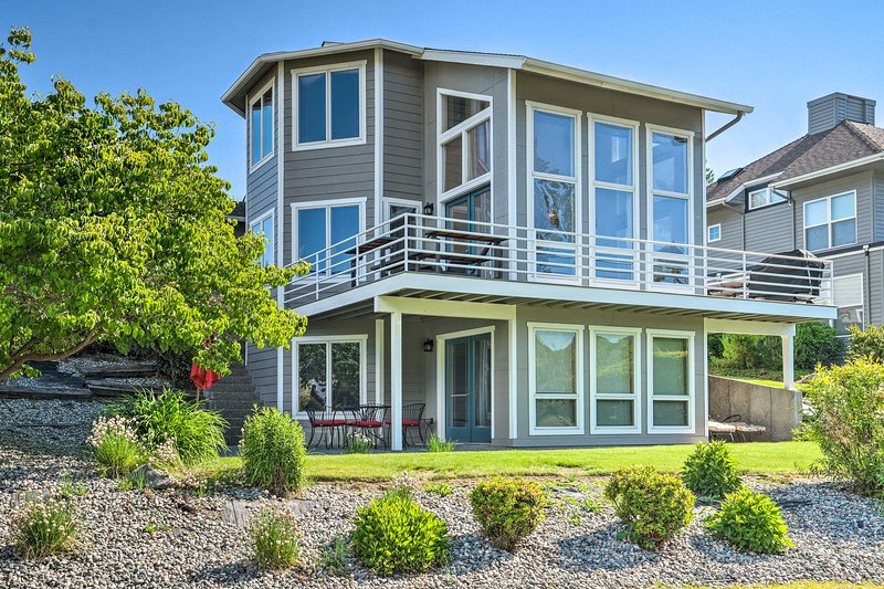 NEW! Modern Retreat Steps to Lake Chelan Shoreline, location de vacances à Entiat