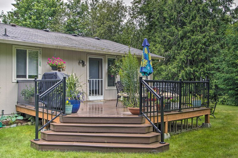 Cozy Home By Henderson Bay - 8 Miles to Gig Harbor, vacation rental in Belfair