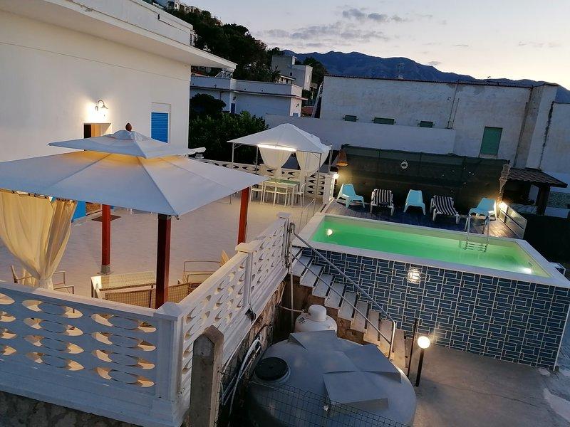 Amazing villa with swimming-pool, vacation rental in Alcamo Marina