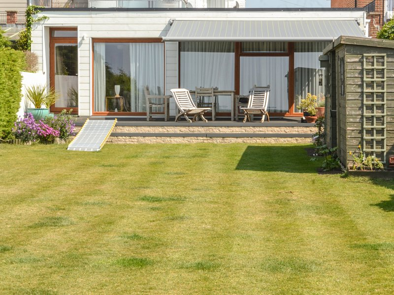 Harbour View, Mudeford, Christchurch, vacation rental in Christchurch