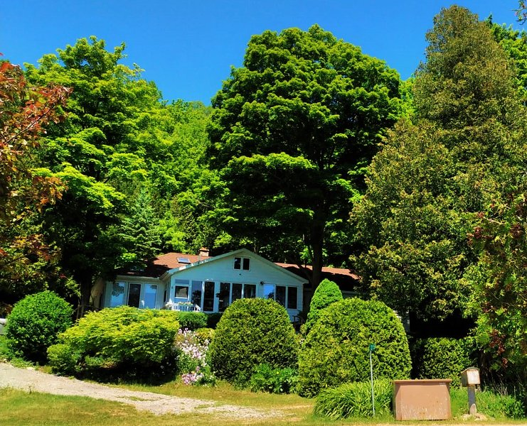 The Rich-Haven Waterfront Country House, location de vacances à Bruce County