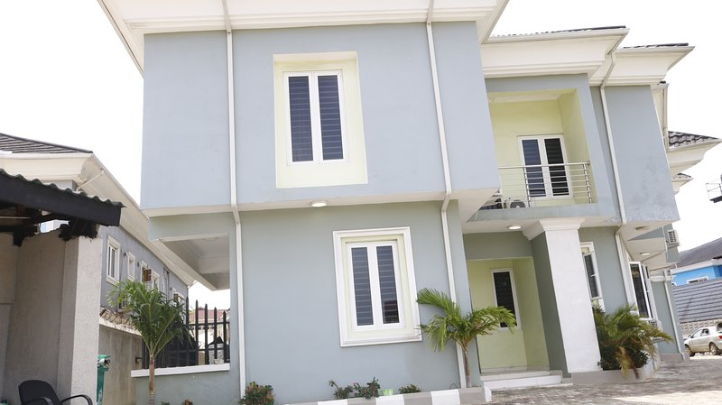4 Bedroom Apartment, All En-suite, located inside Lekki Phase 1, holiday rental in Lagos State
