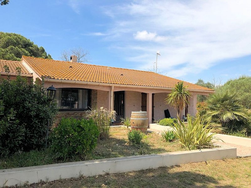 Villa Plage - 4 bed Marseillan Plage beach house South France, location de vacances à Marseillan