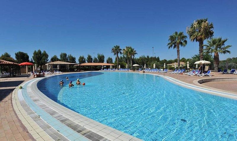 CASA VACANZE NEL VILLAGGIO CAPOPICCOLO, vacation rental in Le Cannella