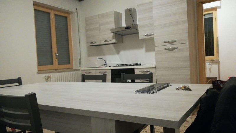 Ampio appartamento a 10 minuti dal mare, Ferienwohnung in Villa Oliveti