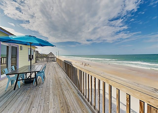 Hercules by the Sea: Waterfront Home w/ Direct Beach Access, Big Deck & Patio, casa vacanza a Saint Augustine