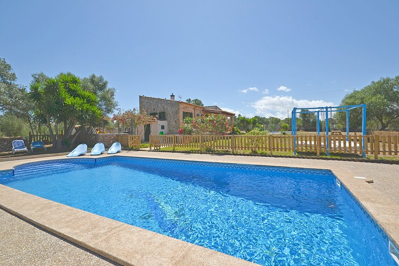 CALDERITX, Country house with swimming pool in Ariany, aluguéis de temporada em Ariany
