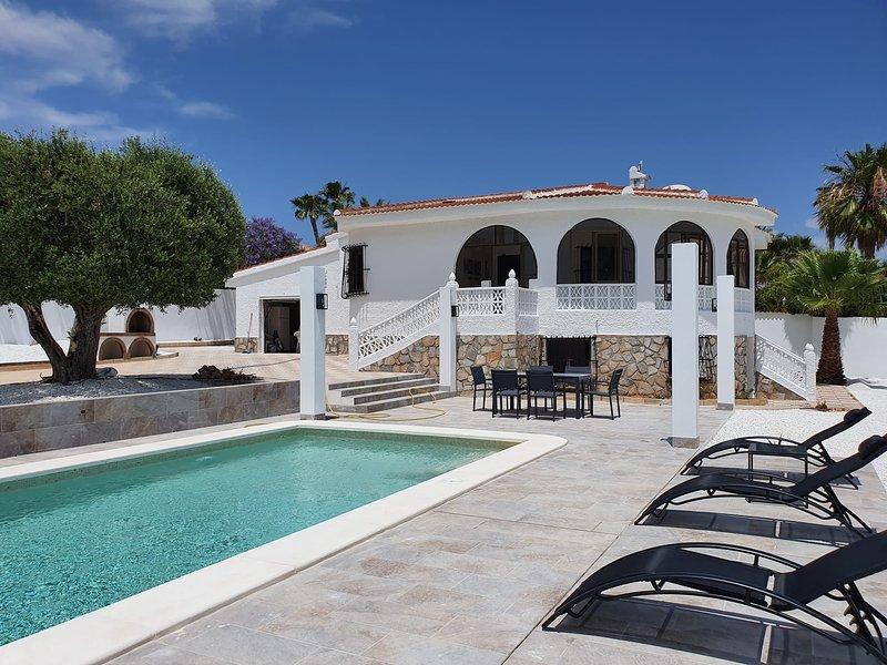 Private Villa with Pool & BBQ Casa Carlos, holiday rental in Ciudad Quesada