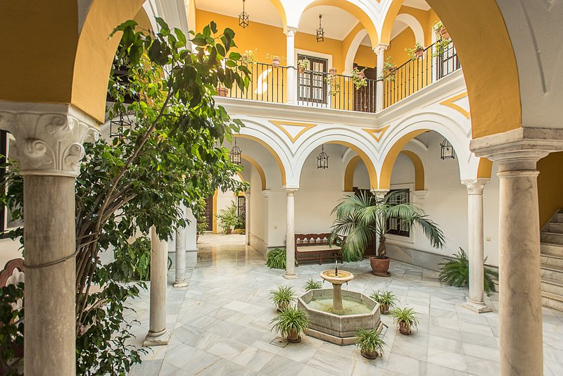 Mágico apartamento en casa palacio del siglo XVII, holiday rental in Almaden de la Plata