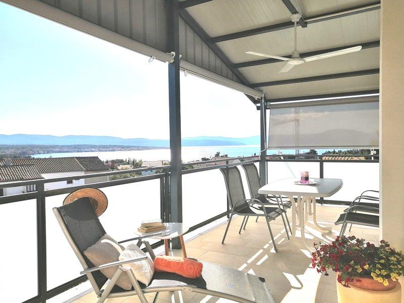 Lovely Sea View Apartment in Malinska (Island of Krk), alquiler vacacional en Krk Island