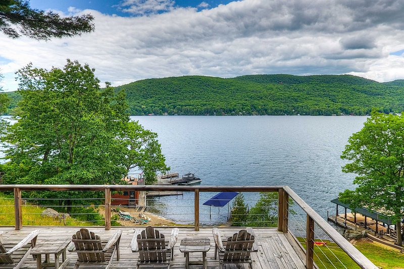 NEW! Waterfront Lake George Cabin: Walk to Water, holiday rental in Lake George