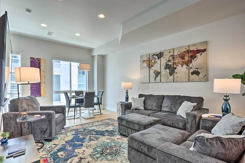 NEW! Trendy Townhome - Walk to Mile High Stadium!, holiday rental in Edgewater