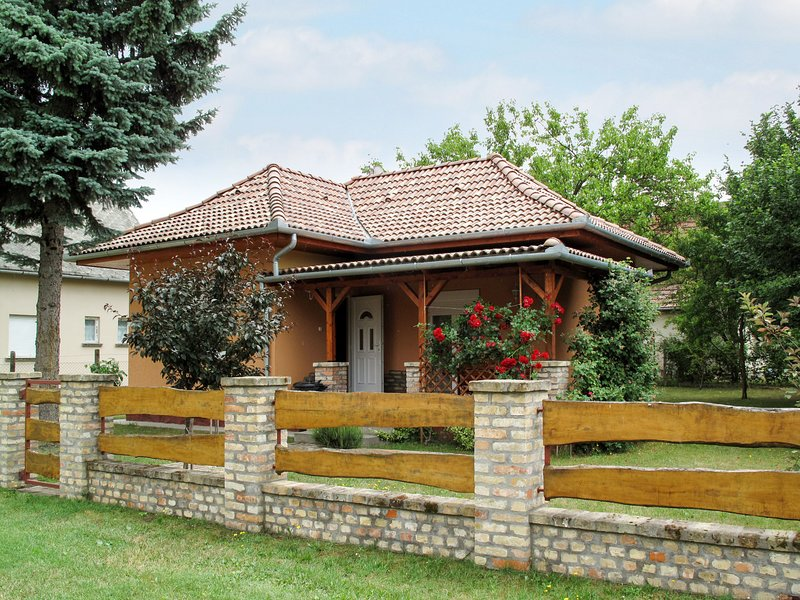 Petöfi (FOD138), vacation rental in Balatonfenyves