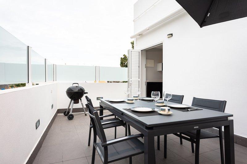 Home2Book Stunning Sea Front House El Poris, holiday rental in Poris de Abona