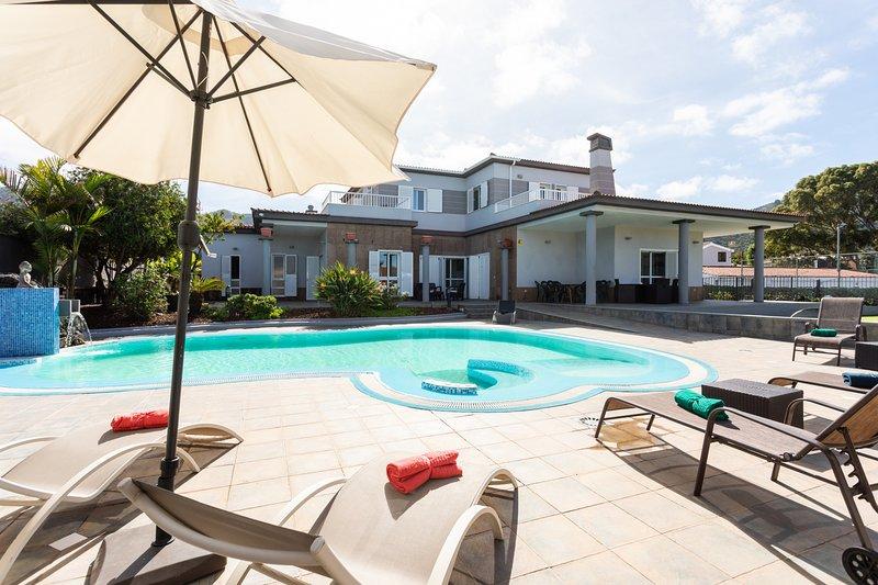 Home2Book Luxury Villa Tegueste, casa vacanza a Guamasa