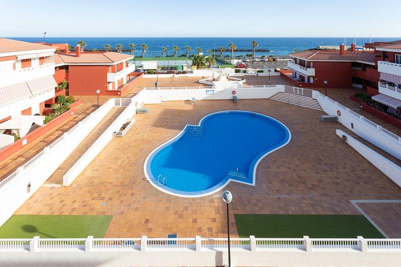Home2Book Sea Front Duplex Terrace Pool +Wifi, vacation rental in Puertito de Guimar