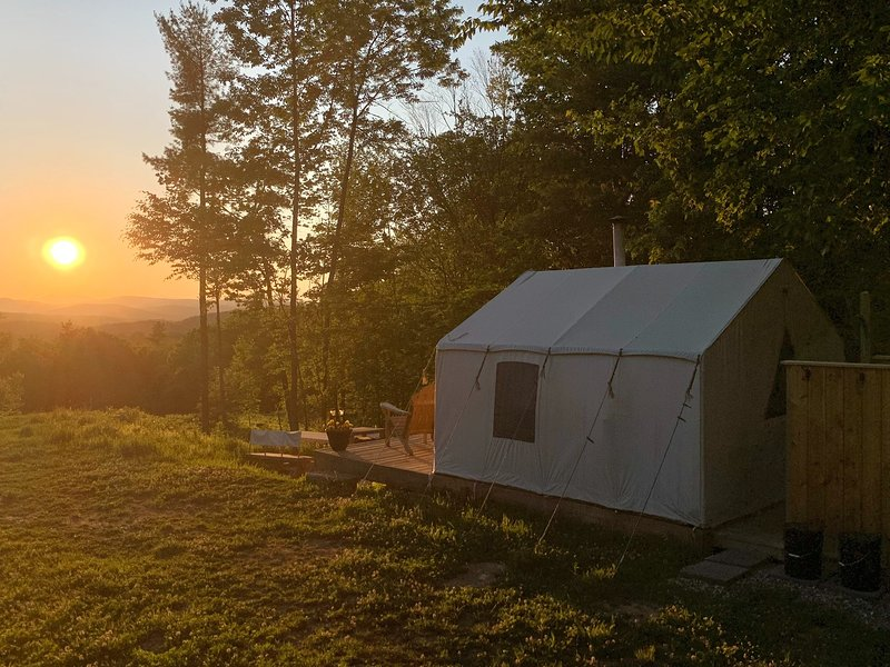 Tentrr Signature Site - Moose Trail Mountain Farm, holiday rental in Limerick