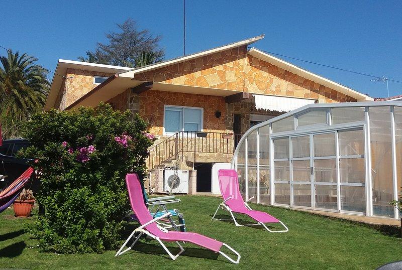 Casa O Arrequento con piscina cubierta y climatizada en Oleiros La Coruña, alquiler vacacional en Culleredo