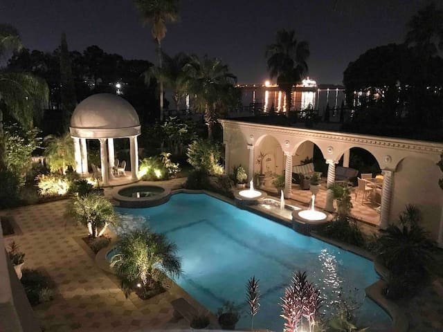 Gorgeous Jacksonville Luxury Home Private Heated Pool Hot Tub Riverfront, vacation rental in Jacksonville