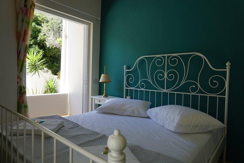 Domus Mare-House by the sea-Apartment I, alquiler de vacaciones en Trikala
