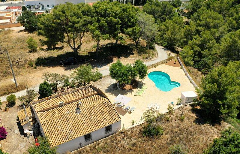 Casa 'Mariseta i Tonet', naturaleza a 2 km del mar, holiday rental in Calpe