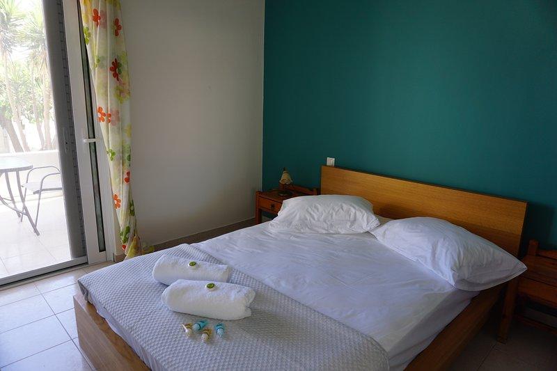 Domus Mare-House by the sea-Apartment III, alquiler de vacaciones en Trikala