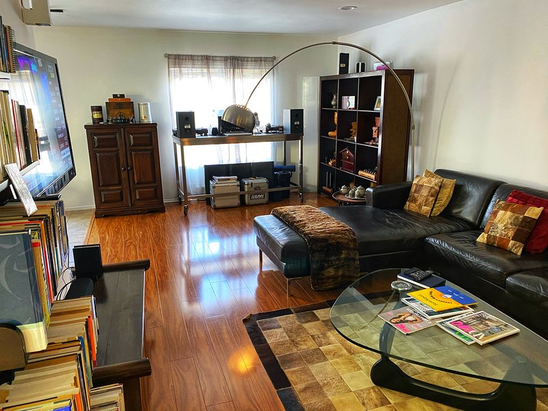 Immaculate Artistic Flat in Venice Beach 1 Block To the Ocean & The Canals, holiday rental in Santa Monica