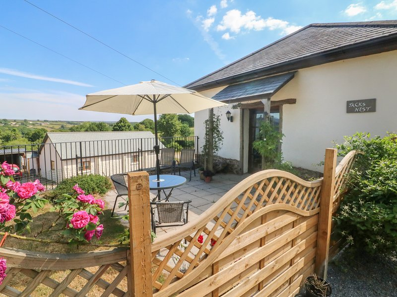 JACK'S NEST, all ground floor, enclosed garden, pet-friendly, South Molton, Ref, vacation rental in Knowstone