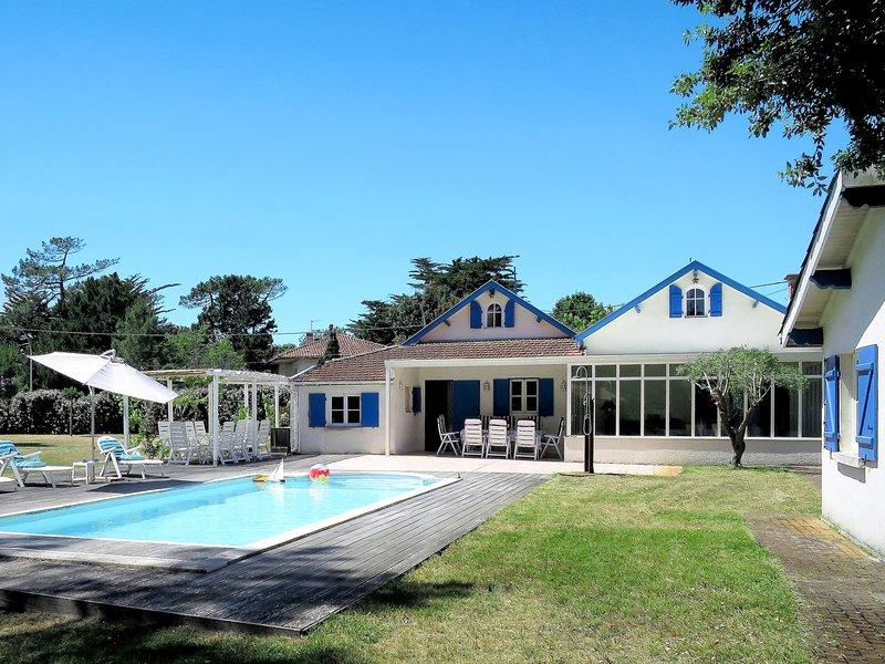 L'Oiseau Bleu (SUL400), holiday rental in Soulac-sur-Mer