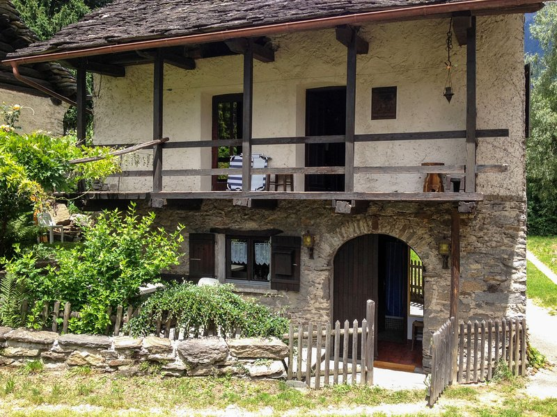 Tecc 'dnaas, holiday rental in Acquarossa