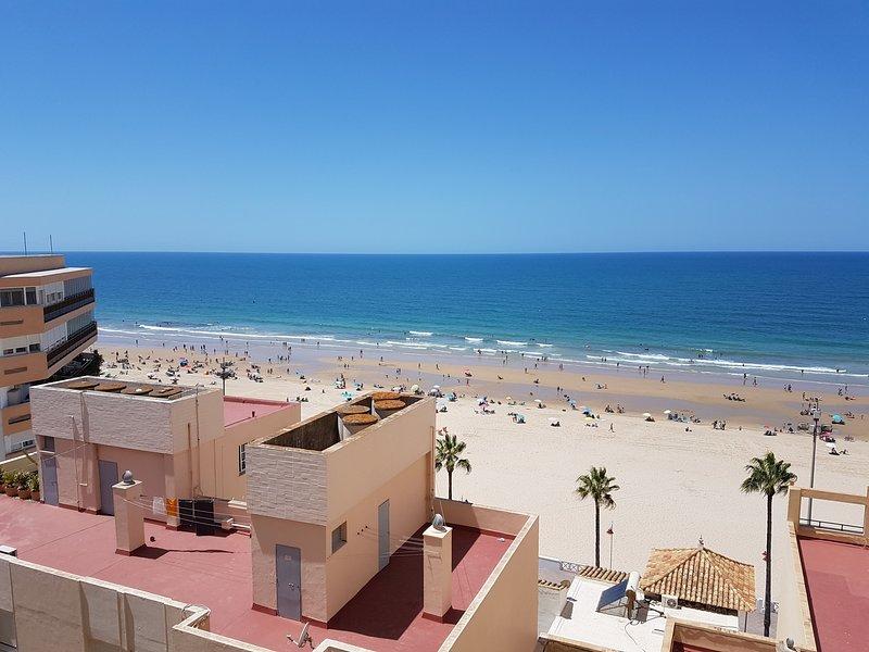 Piso amplio y soleado con vistas a la playa, casa vacanza a Cadice