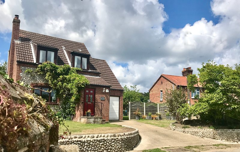 Baytree Cottagewalking distant to beach idyllic location off road parking, location de vacances à East Runton
