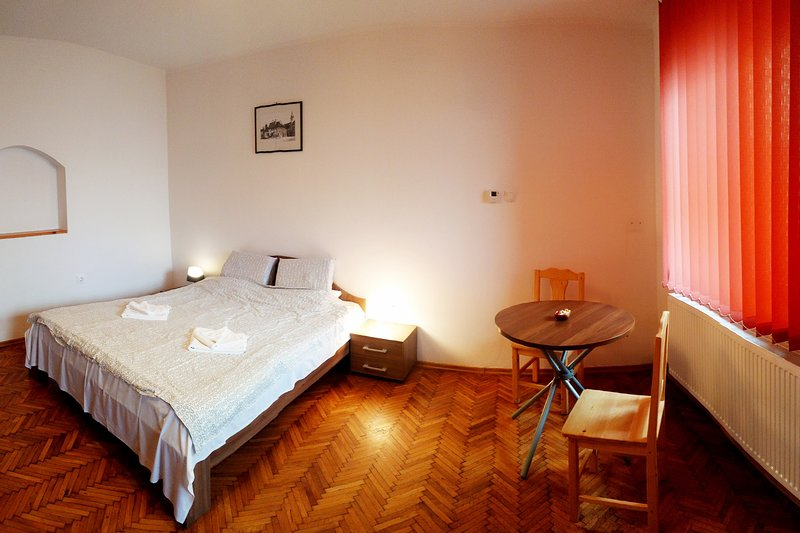 Beautiful Studio in the city center GCS3, holiday rental in Selimbar