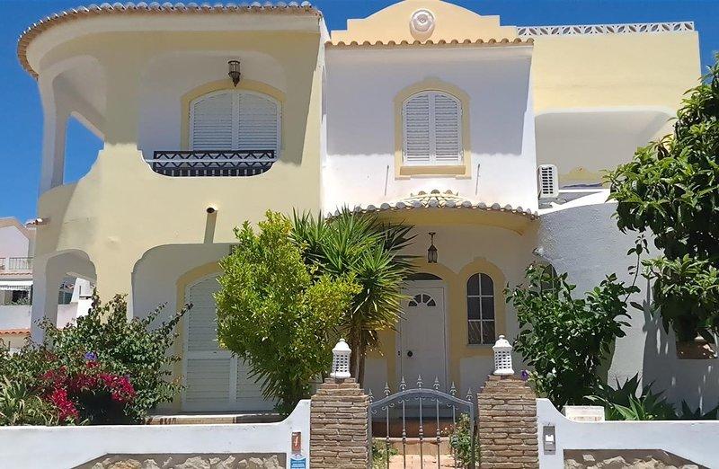 Villa Eduardo - 4 + 1 Bedroom Detached VIlla With Private Pool - Old Town, alquiler de vacaciones en Albufeira