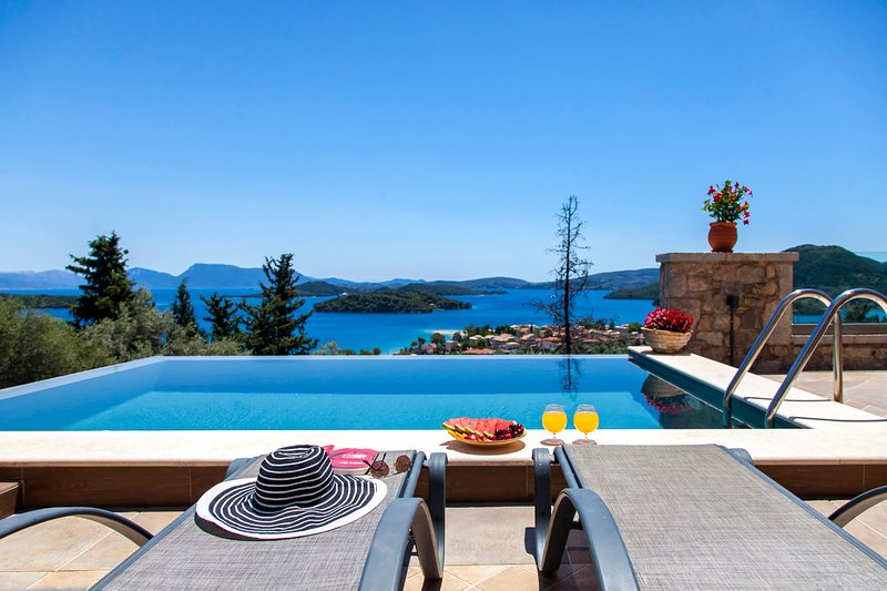 Luxury Brand New Villa Ionian Pearl With Infinity Pool & Incredible Views, vacation rental in Perigiali