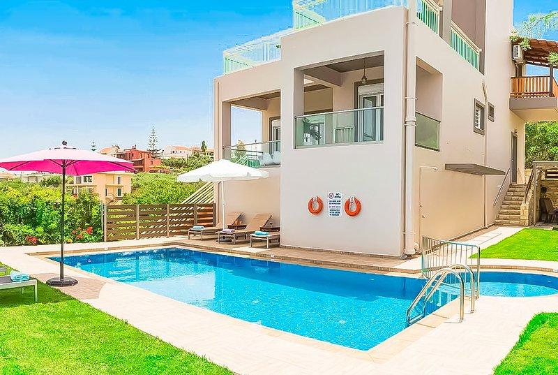 Villa Panagiotis✔️Private pool ✔️Close to the famous beach of Agioi Apostoloi !, holiday rental in Perivolia