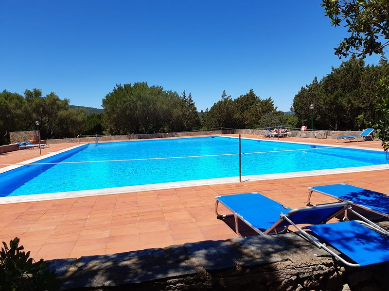 Appartamento 7 posti, spiaggia, piscina,tennis,Body Gym,parco giochi bimbi, casa vacanza a Rudalza