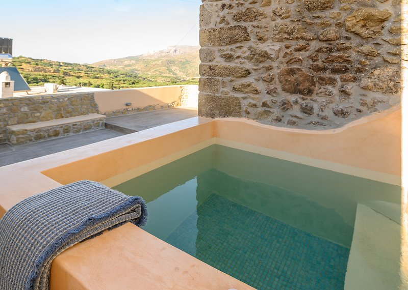 Pera Chorio - Dafni: Artist's stone house with countryside views, holiday rental in Tripitos