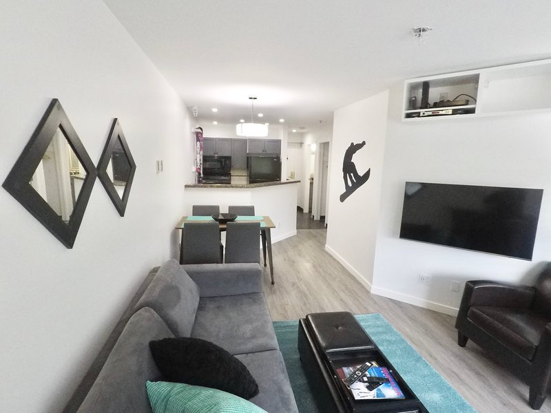 Main Village-1 Bedroom+2 Sofabeds, 50' QLED 4K TV, vacation rental in Pemberton