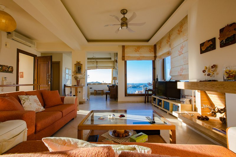 Private Pool | Panoramic Sea & Sunset View [235 m²], holiday rental in Ammoudi