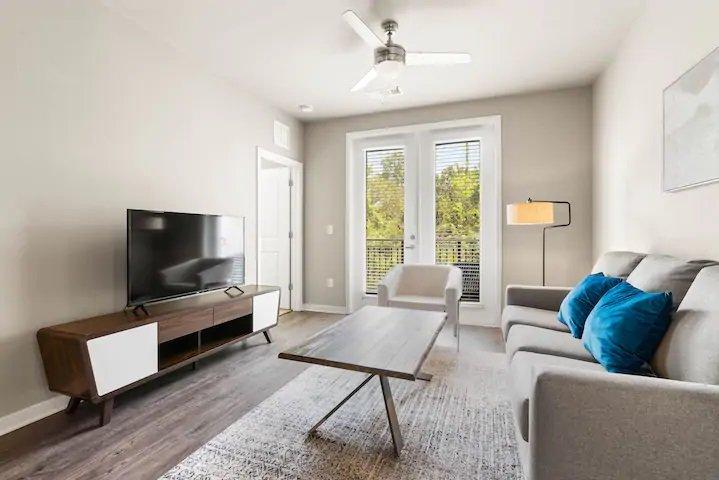 Baymeadows Luxury 2BR Suite with Gym, aluguéis de temporada em Orange Park