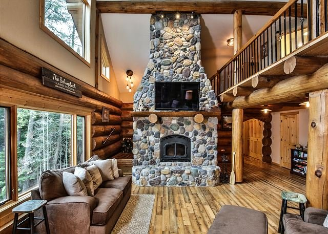 Gorgeous Log Home on Big Sand Lake in Wisconsin's Northwoods, aluguéis de temporada em Land O' Lakes