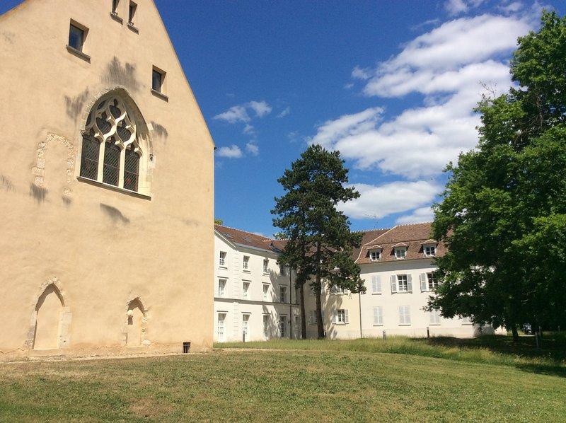 Appartement style atelier au sein de l'Abbaye Royale, location de vacances à Draveil