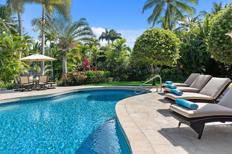 Large Private Luxury Home w/Pool, A/C and Ocean Views. Kailua Shores Estate., holiday rental in Kailua