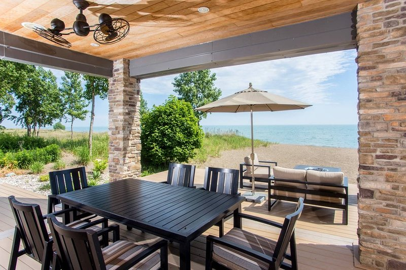 PRIVATE BEACH IN ERIEAU, holiday rental in Chatham