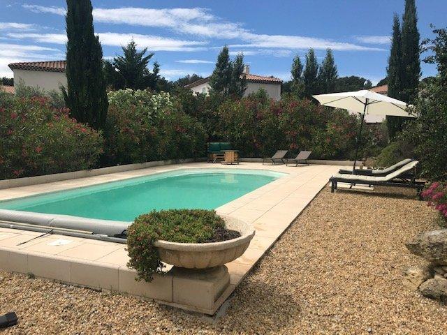 Location gîte en duplex (2-4 p.) avec jardin et piscine à Pélissanne, holiday rental in Pelissanne