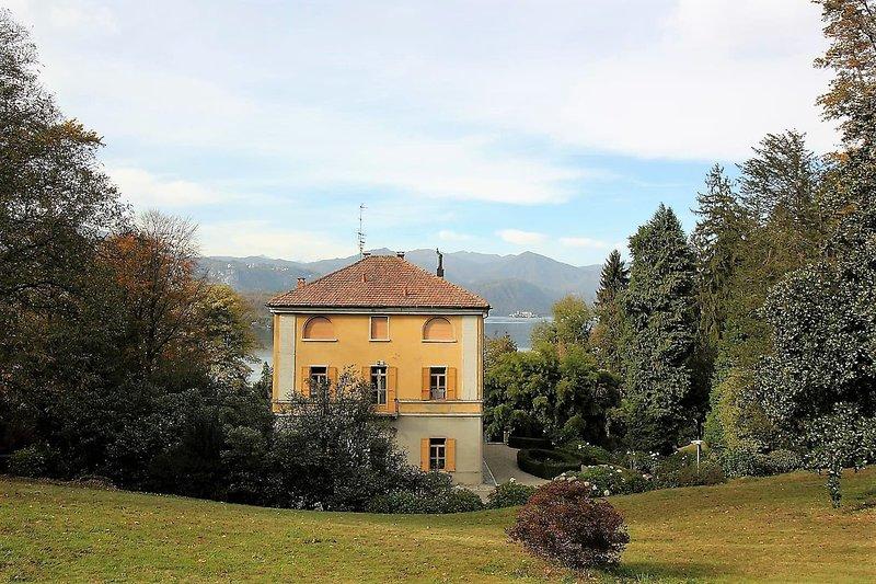 Villa Elisa 7 Sulle Sponde Del Lago Dorta, vacation rental in San Maurizio d'Opaglio